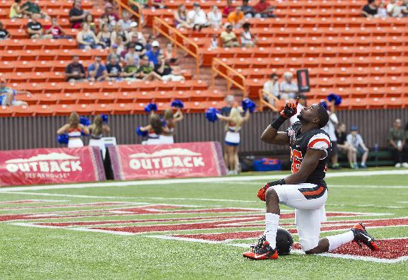 Oregon State cornerback Rashaad Reynolds kneels before the start of the Hawaii Bowl NCAA college football game, in Honolulu, Tuesday, Dec. 24, 2013