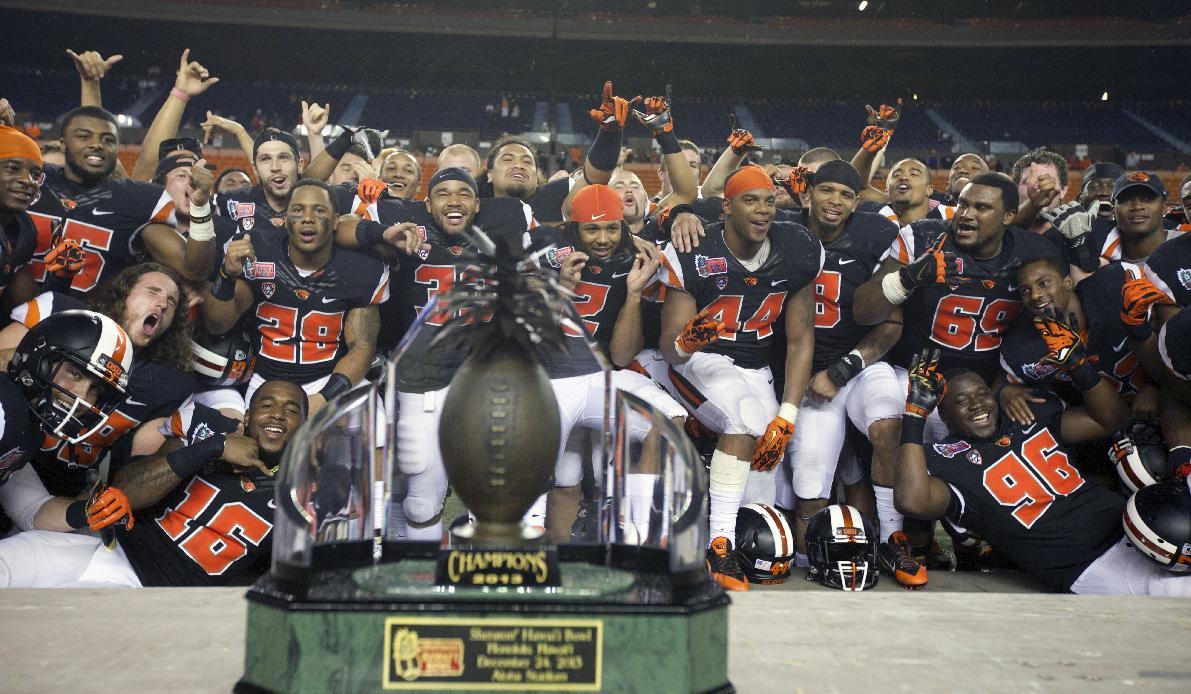 Oregon State players poses for photos after the Hawaii Bowl NCAA college football game against Boise State, Tuesday, Dec. 24, 2013, in Honolulu