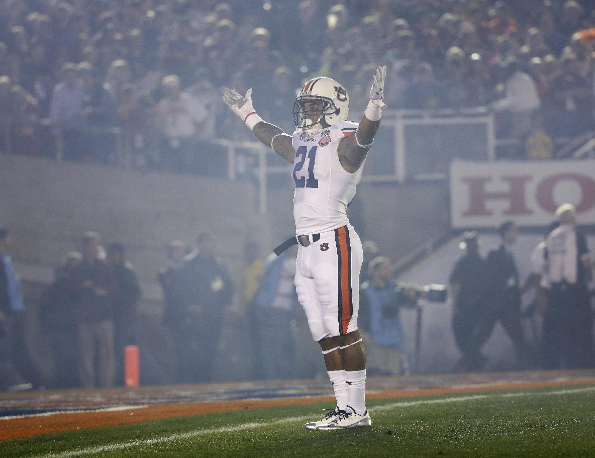 Auburn's Tre Mason acknowledges the crowd during the first half of the NCAA BCS National Championship college football game against Florida State Monday, Jan. 6, 2014, in Pasadena, Calif