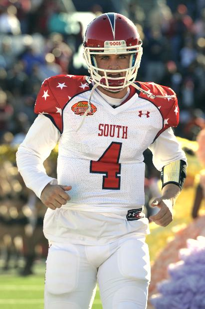 South quarterback Derek Carr (4) of Fresno State runs on to the field before the Senior Bowl NCAA college football game on Saturday, Jan. 25, 2014, in Mobile, Ala