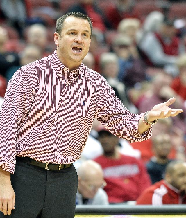 Louisville head coach Jeff Walz shouts instructions to his team during the second half of an NCAA college basketball game Wednesday, Feb. 12, 2014, in Louisville, Ky. Louisville won 60-50