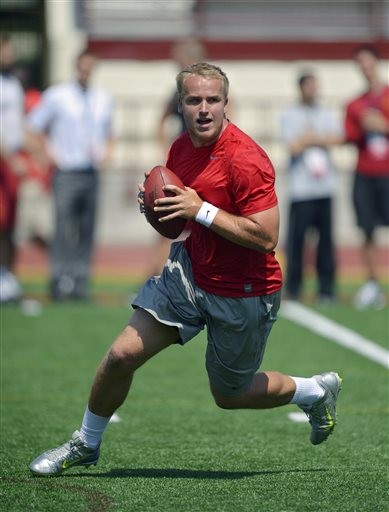Matt Barkley works out during USC's pro day. (AP)