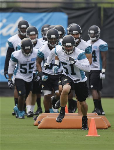 Jacksonville Jaguars linebacker Paul Posluszny (51) leads teammates through a drill during NFL football organized training activities, Tuesday, May 21, 2013, in Jacksonville, Fla