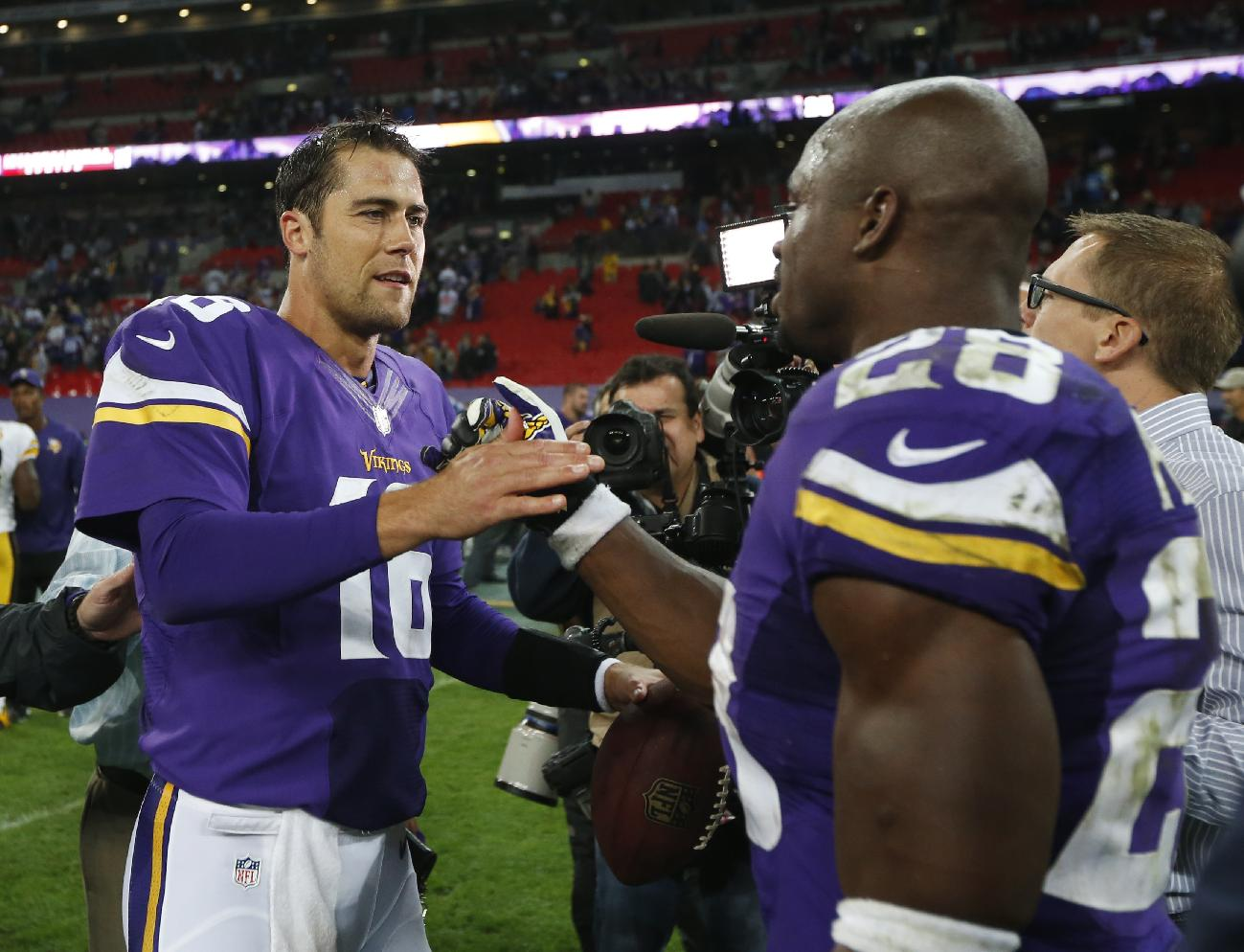 Adrian Peterson likes seeing Matt Cassel lead the huddle for the Vikings. (AP)