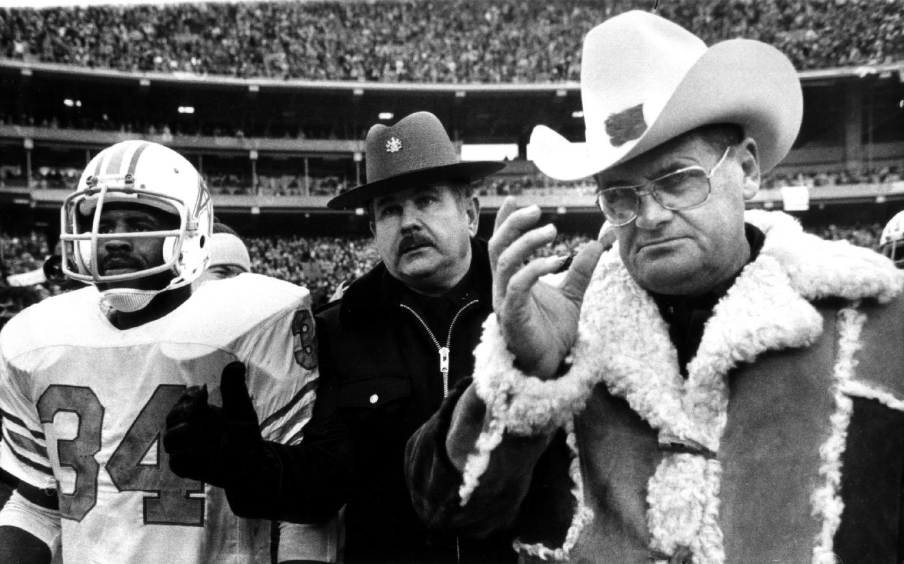 In this Jan. 6, 1980, file photo, Houston Oilers coach Bum Phillips and running back Earl Campbell (34) leave field after the Oilers' loss to the Pittsburgh Steelers in the AFC championship NFL football tame in Pittsburgh. Phillips, the folksy Texas football icon who coached the Oilers and New Orleans Saints, died Friday, Oct. 18, 2013. He was 90