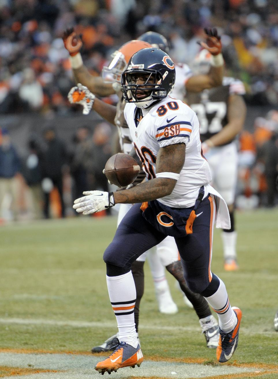 Chicago Bears wide receiver Earl Bennett (80) runs in to score on a 4-yard touchdown catch against the Cleveland Browns in the fourth quarter of an NFL football game, Sunday, Dec. 15, 2013, in Cleveland