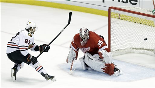 Just when it looked like the WIngs might oust the 'Hawks, Detroit was exposed in the third period. (AP)