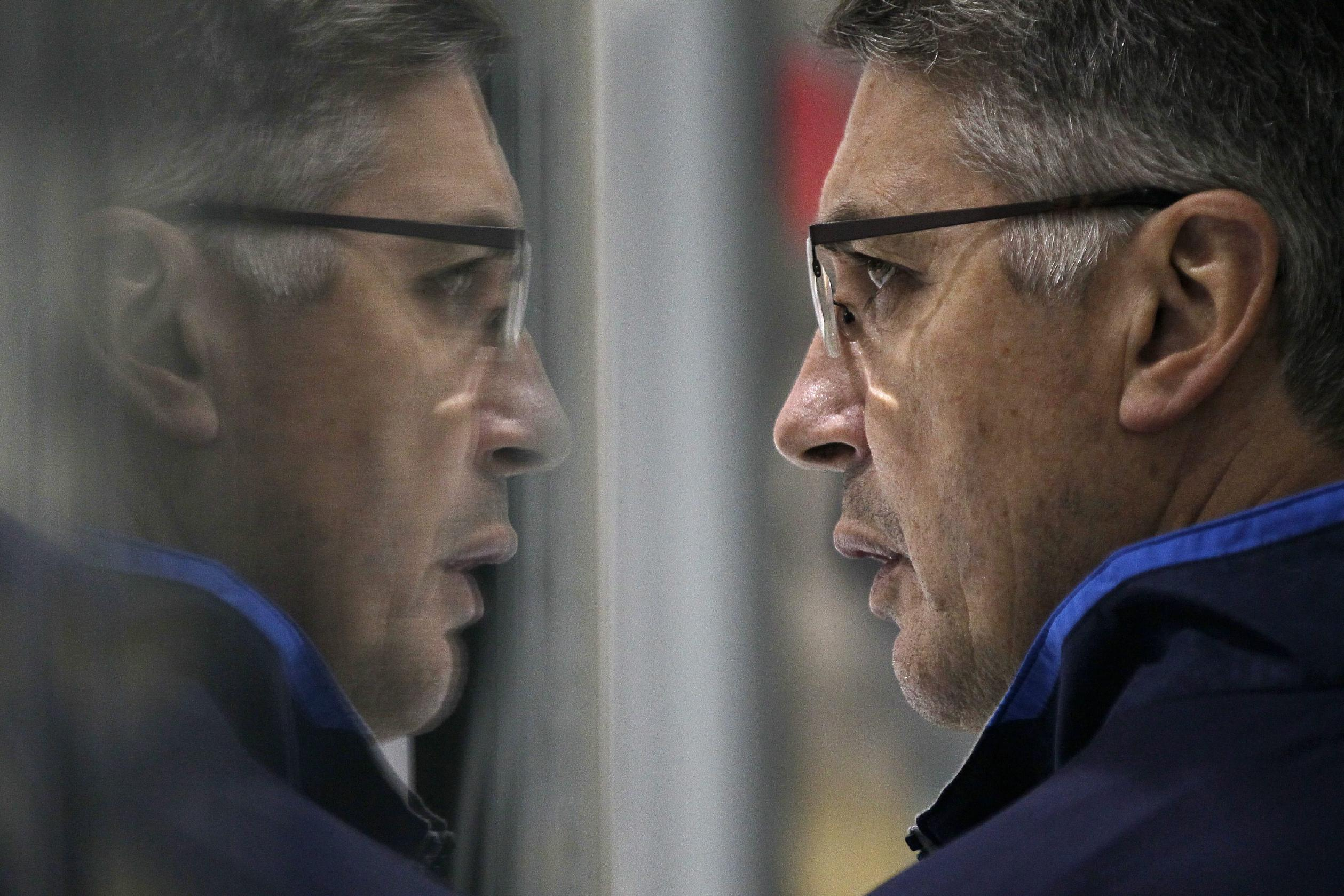 Winnipeg Jets' head coach Claude Noel keeps a close eye on his team at NHL hockey training camp Thursday, Sept. 12, 2013, in Winnipeg, Manitoba