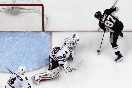 Pittsburgh Penguins' Sidney Crosby (87) can't get a shot past Chicago Blackhawks goalie Corey Crawford (50) in the third period of an NHL hockey game against the Chicago Blackhawks in Pittsburgh, Sunday, March 30, 2014. Crosby scored twice later in the period to lead the Penguins to a 4-1 win