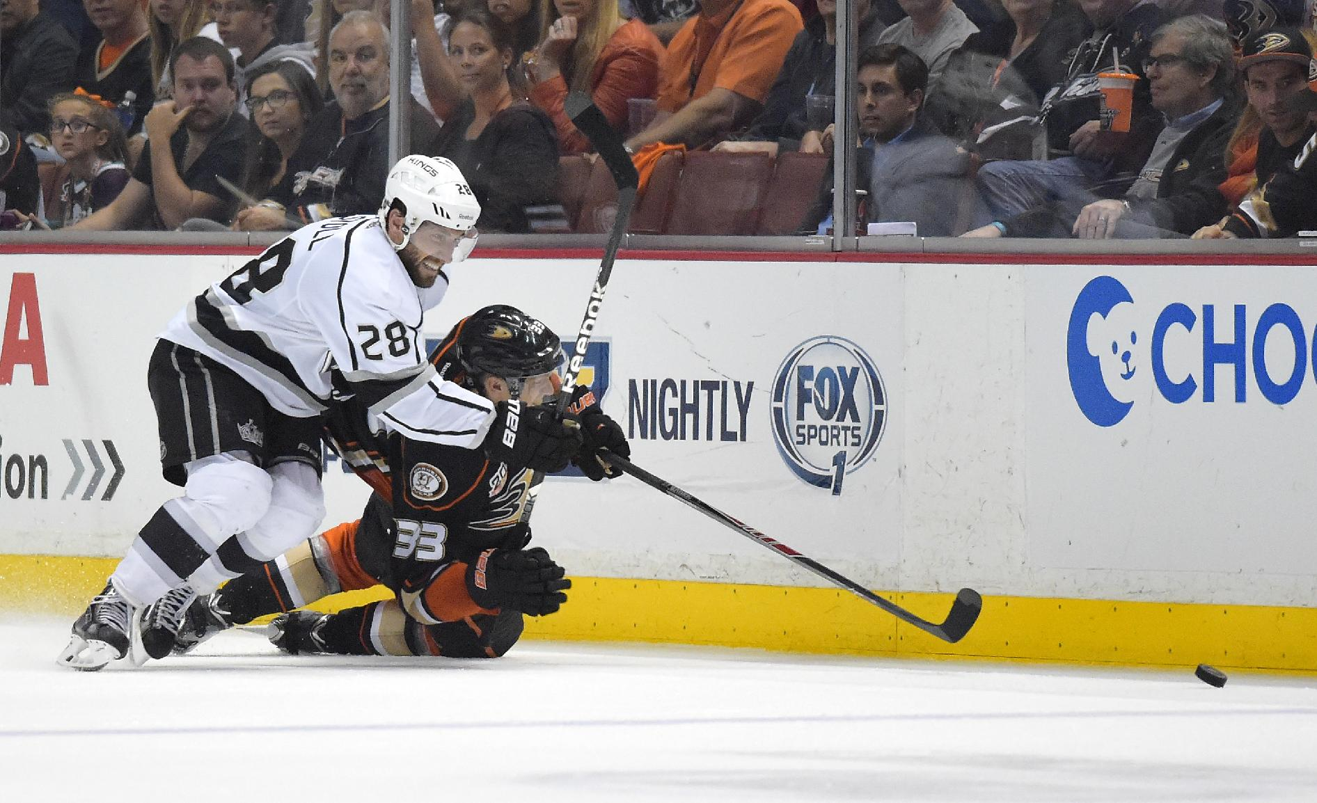 Los Angeles Kings center Jarret Stoll, left, and Anaheim Ducks left wing Jakob Silfverberg, of Sweden, battle for the puck during the third period in Game 2 of an NHL hockey second-round Stanley Cup playoff series, Monday, May 5, 2014, in Anaheim, Calif. The Kings won 3-1