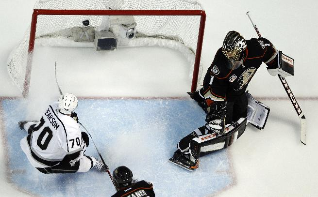 Los Angeles Kings left wing Tanner Pearson scores past Anaheim Ducks goalie Jonas Hiller during the third period in Game 7 of an NHL hockey second-round Stanley Cup playoff series in Anaheim, Calif., Friday, May 16, 2014