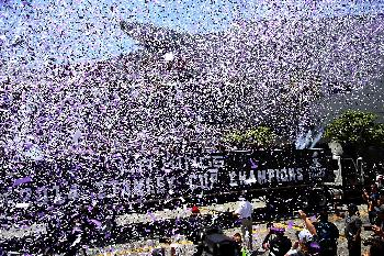 Los Angeles Kings cheer as their team parades with the Stanley Cup trophy downtown Los Angeles, Monday, June 16, 2014. The parade and rally were held to celebrate the Los Angeles Kings' second Stanley Cup championship in three seasons