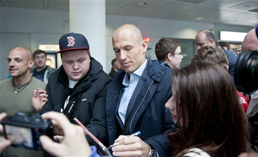 Munichs  soccer player  Arjen Robben signs autographs  on his way to board a plane to London at the  airport  in Munich, Germany Friday May 24, 2013. Bayern  Munich will play against  German rival Borussia Dortmund in a UEFA Champions League final on Saturday in London