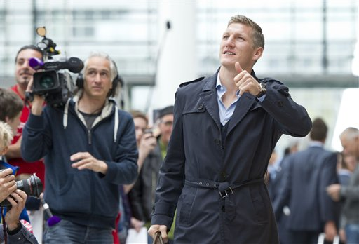 Munichs  soccer player Bastian Schweinsteiger on his way to board a plane to London at the  airport  in Munich, Germany Friday May 24, 2013. Bayern  Munich will play against  German rival Borussia Dortmund in a UEFA Champions League final on Saturday in London