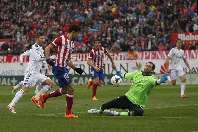 Atletico's Diego Costa, left, in action with Real goalkeeper Diego Lopez, right, during a Spanish La Liga soccer match between Atletico de Madrid and Real Madrid at the Vicente Calderon stadium in Madrid, Spain, Sunday, March 2, 2014