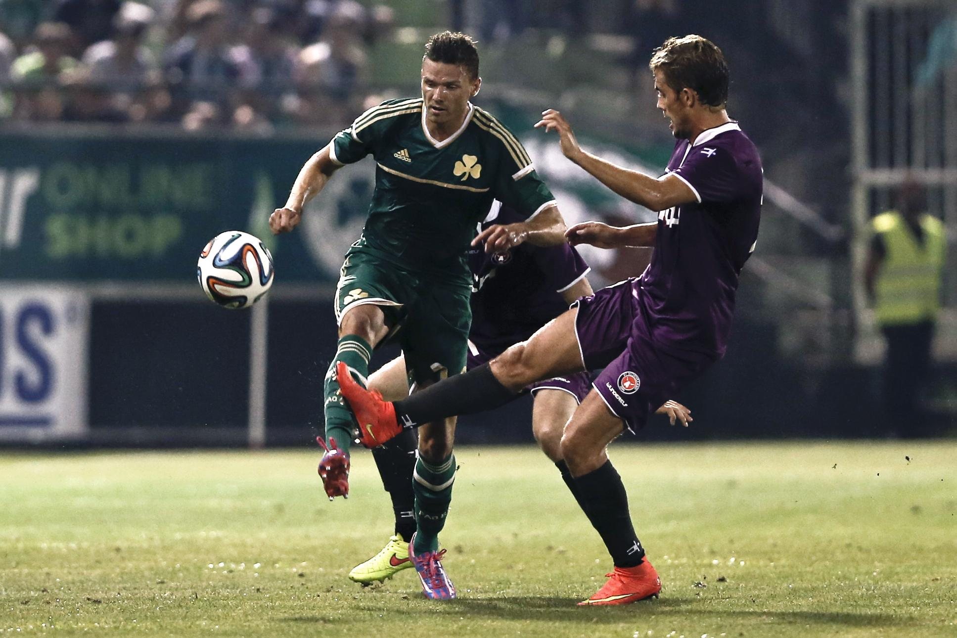 Midtjylland's Jakob Poulsen, right, fights for a header with Panathinaikos'  Marcus Berg during their first leg play-offs Europa League soccer match at the Apostolos Nikolaidis stadium in Athens on Thursday, Aug. 21, 2014