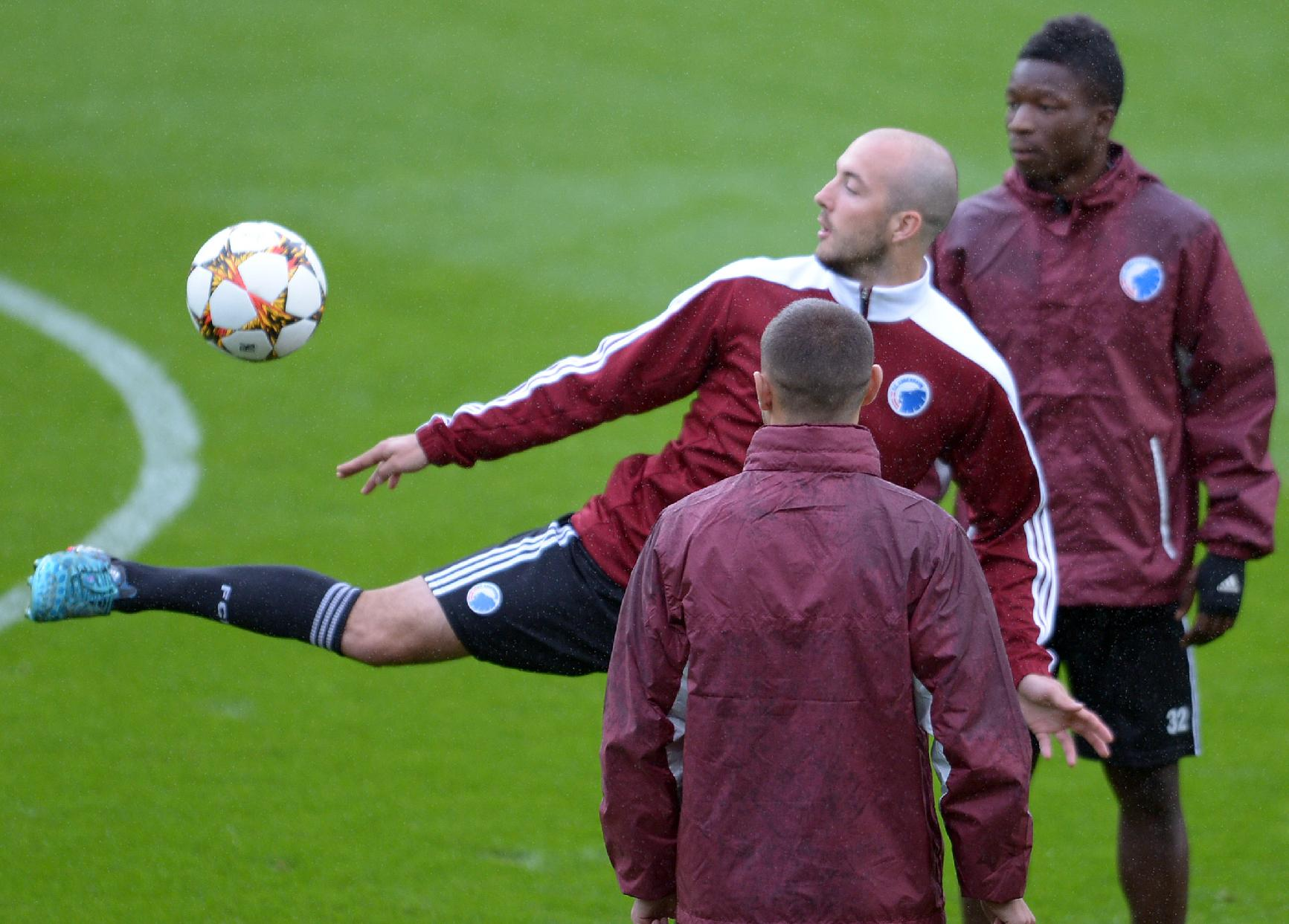 Copenhagen's   Steve Ridder plays the ball during a training session in Leverkusen, Germany, Tuesday Aug. 26, 2014. Bayer Leverkusen will play FCCopenhagen during a second leg  Champions League play-off  soccer match Wednesday