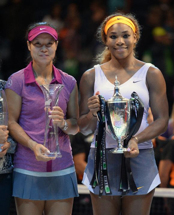 Serena Williams of the USA holds her trophy after her victory over Li Na of China, left, in the final of the WTA Championship in Istanbul, Turkey, Sunday, Oct. 27, 2013. The world's top female tennis players compete in the championships which runs from Oct. 22 until Oct. 27. (AP Photo)