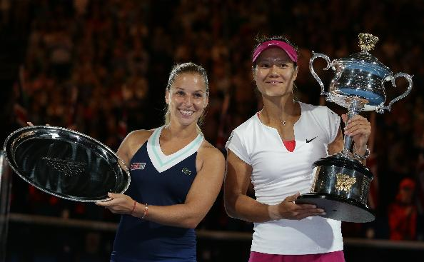 Li Na of China, right,  holds the championship trophy with second placed Dominika Cibulkova of Slovakia  in their women's singles final at the Australian Open tennis championship in Melbourne, Australia, Saturday, Jan. 25, 2014