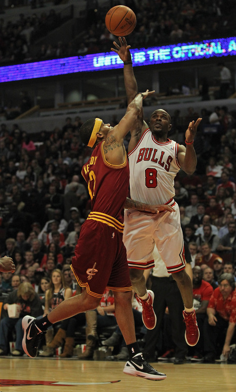 Mike James #8 Of The Chicago Bulls Shoots Getty Images