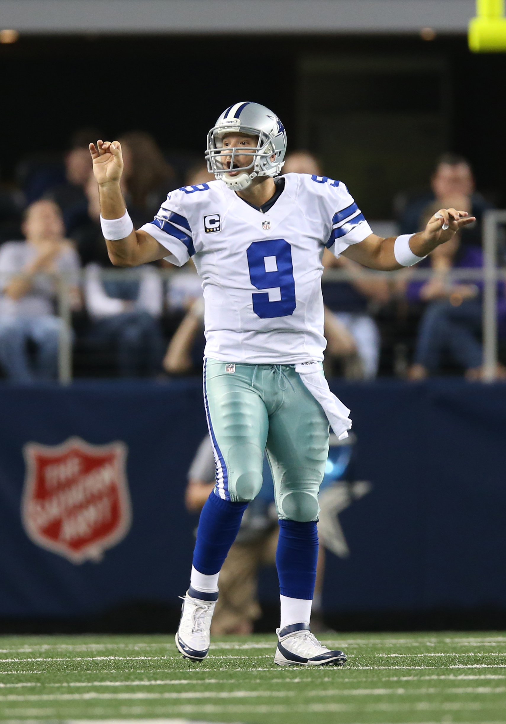 Tony Romo calls out a play against the Eagles last season. (USA TODAY Sports)