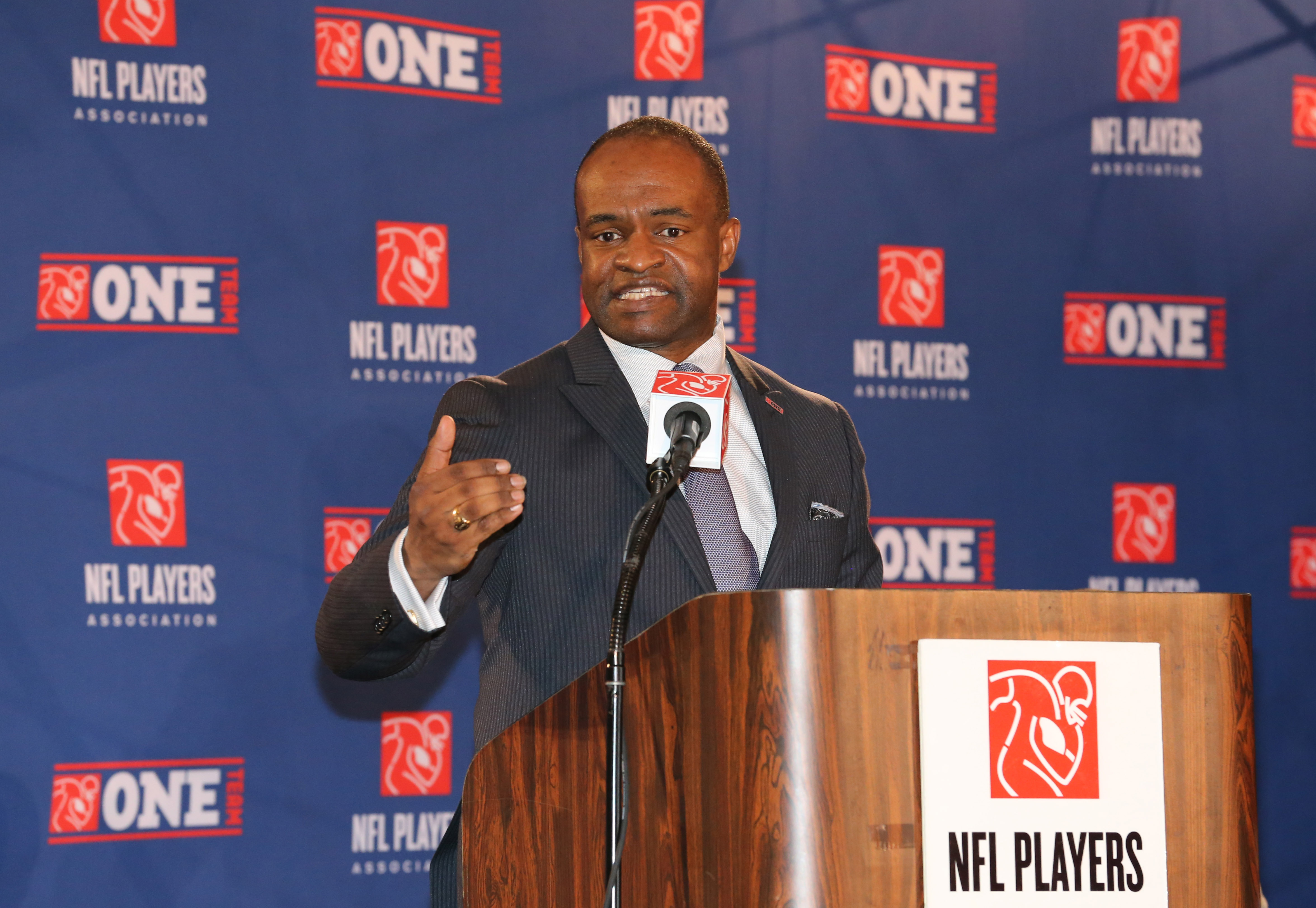 NFLPA executive director DeMaurice Smith speaks during the NFL players association news conference during Super Bowl week. (USA TODAY Sports)