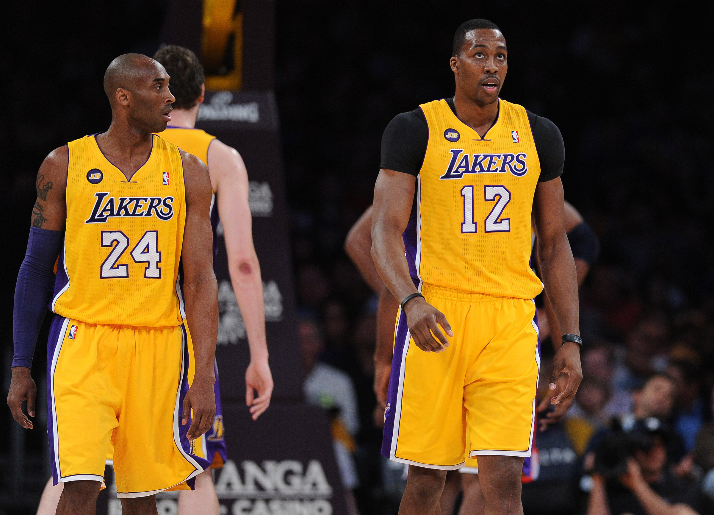 Kobe Bryant and the Lakers will meet with Dwight Howard on Tuesday. (USA Today Sports)