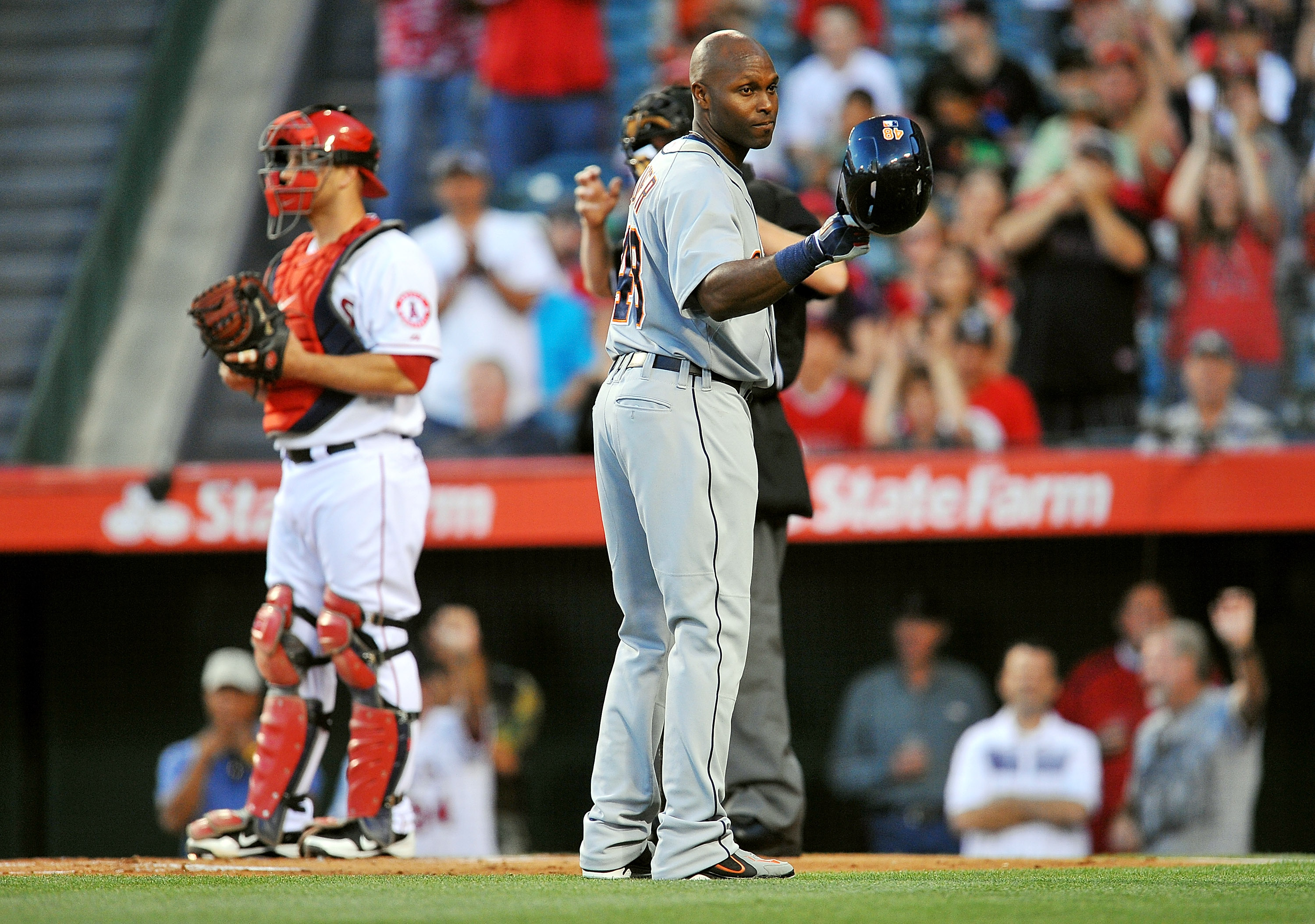 Torii Hunter acknowledges the Angels bench before his first at-bat. (USA TODAY Sports)