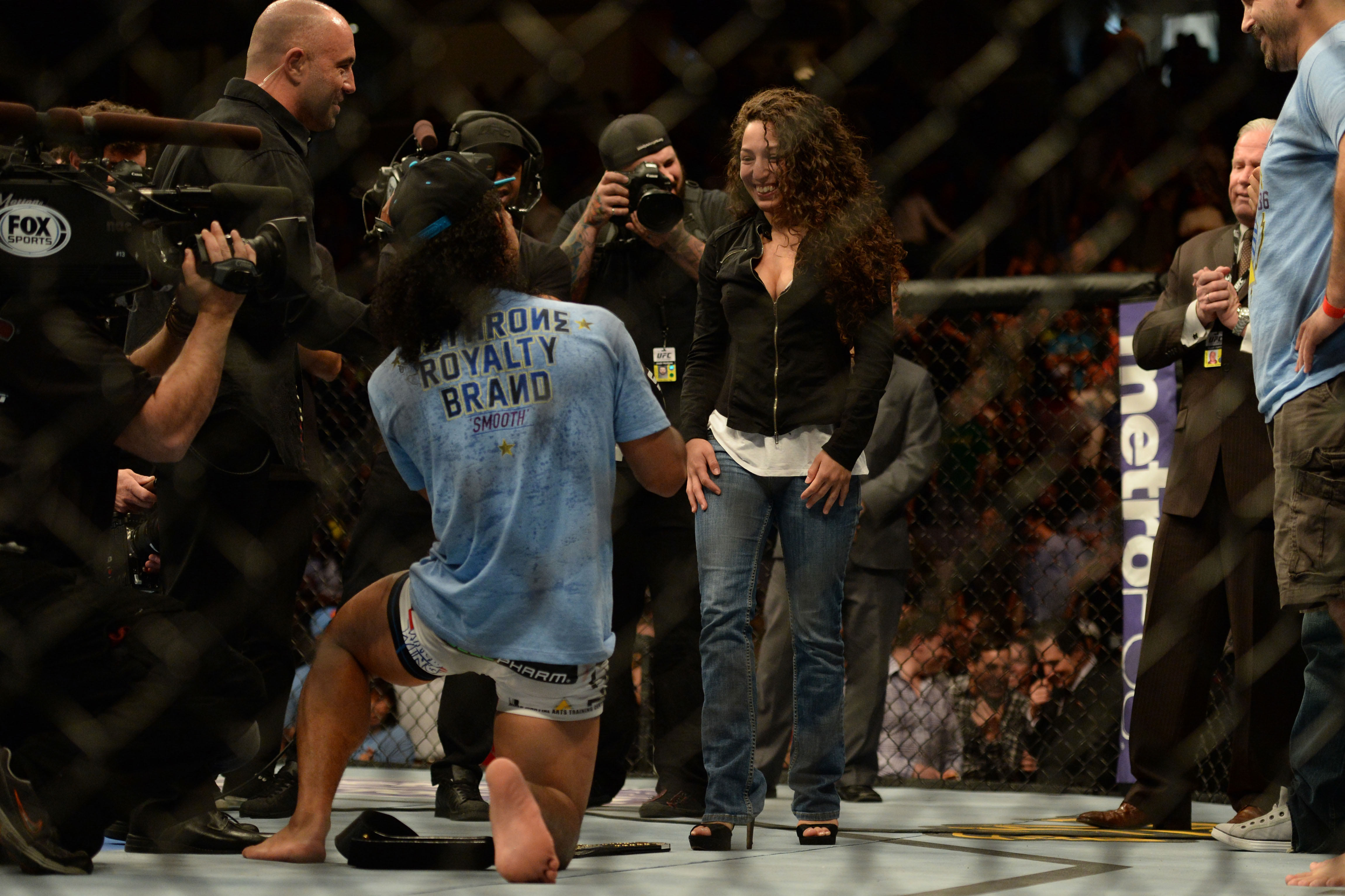 Benson Henderson proposes to Maria Magana after his victory against Gilbert Melendez. (USA Today)