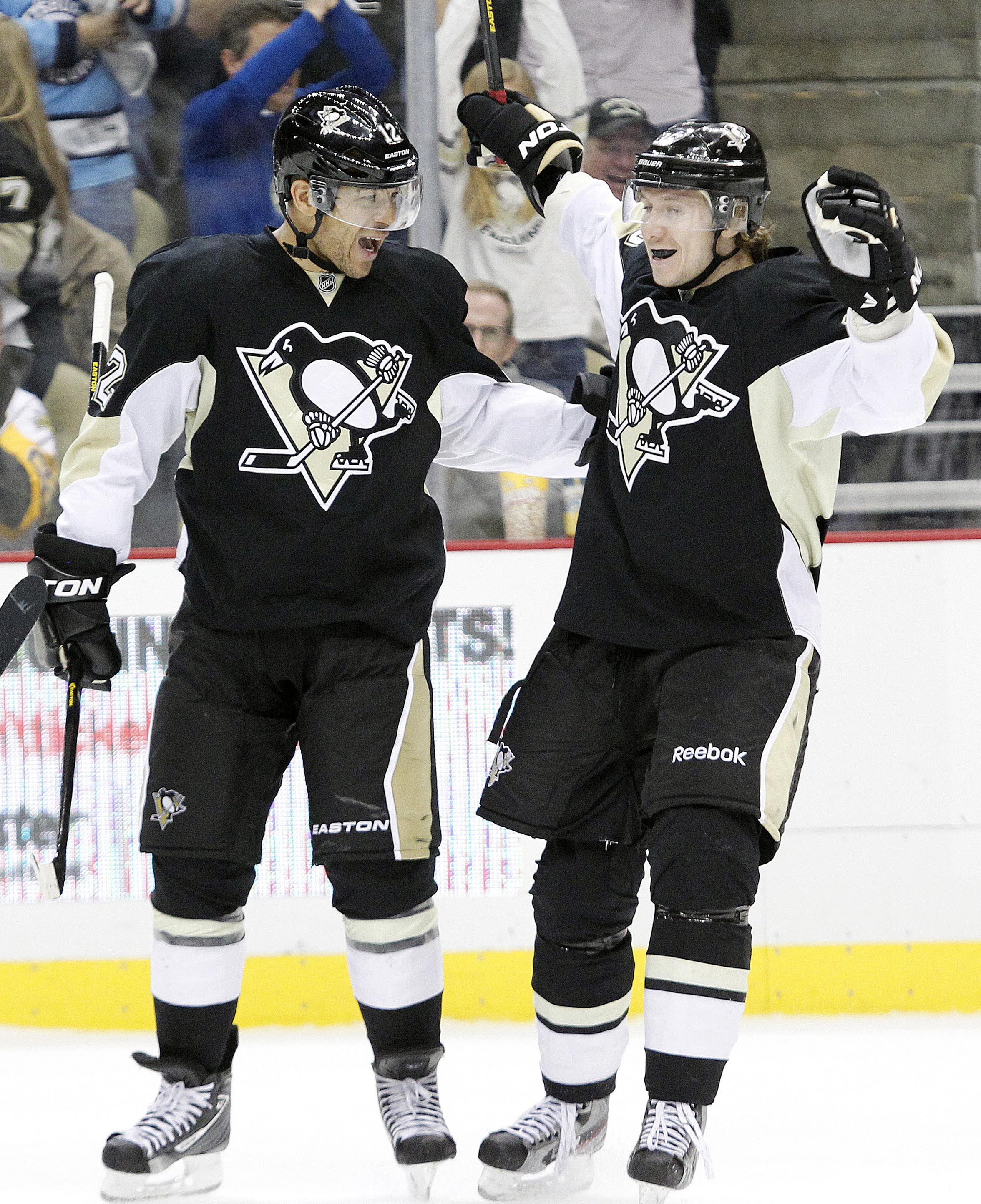 Jarome Iginla (left) and Jussi Jokinen (right). (USA TODAY Sports)