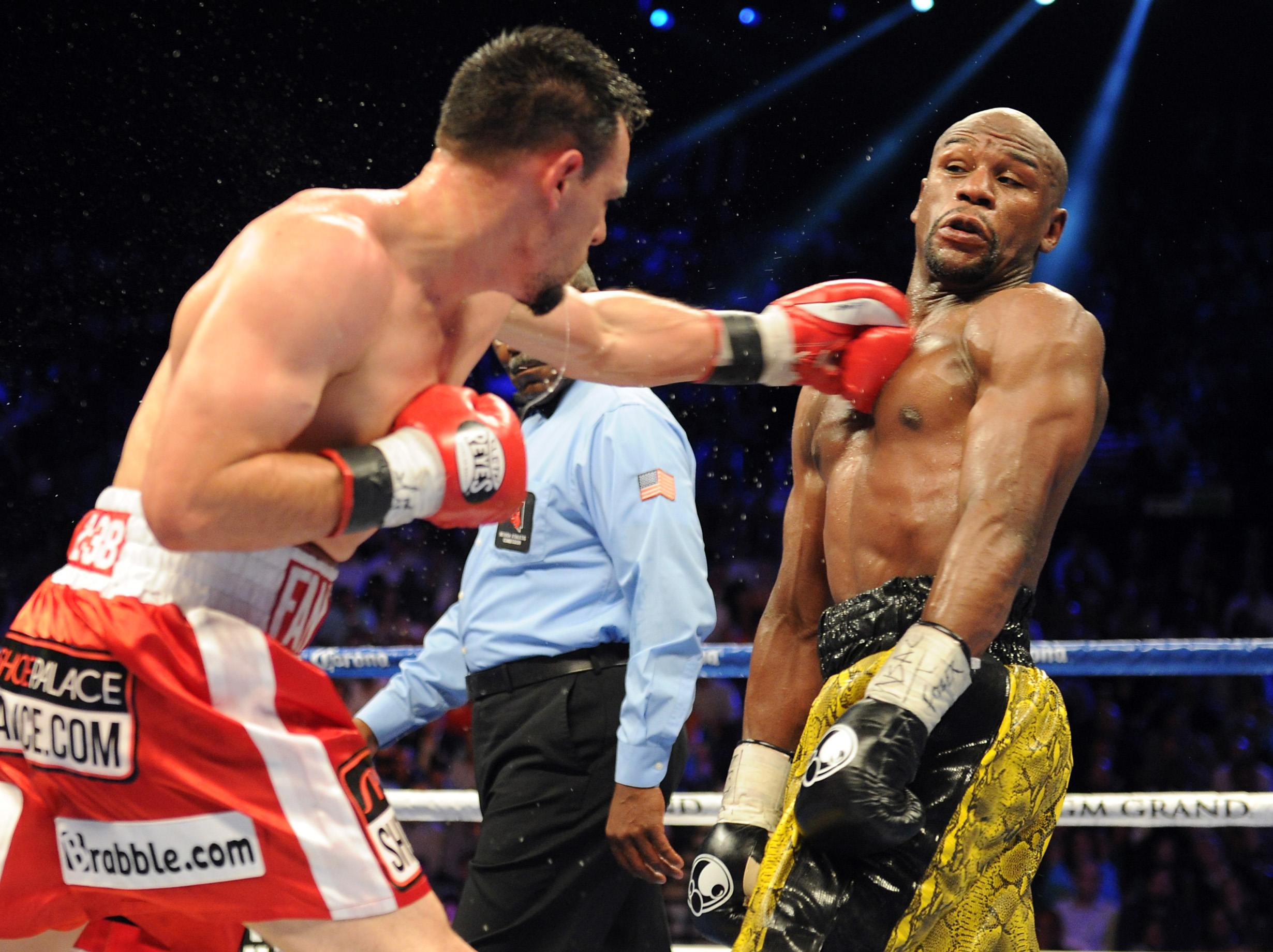 Floyd Mayweather dodges a Robert Guerrero punch. (USA Today)