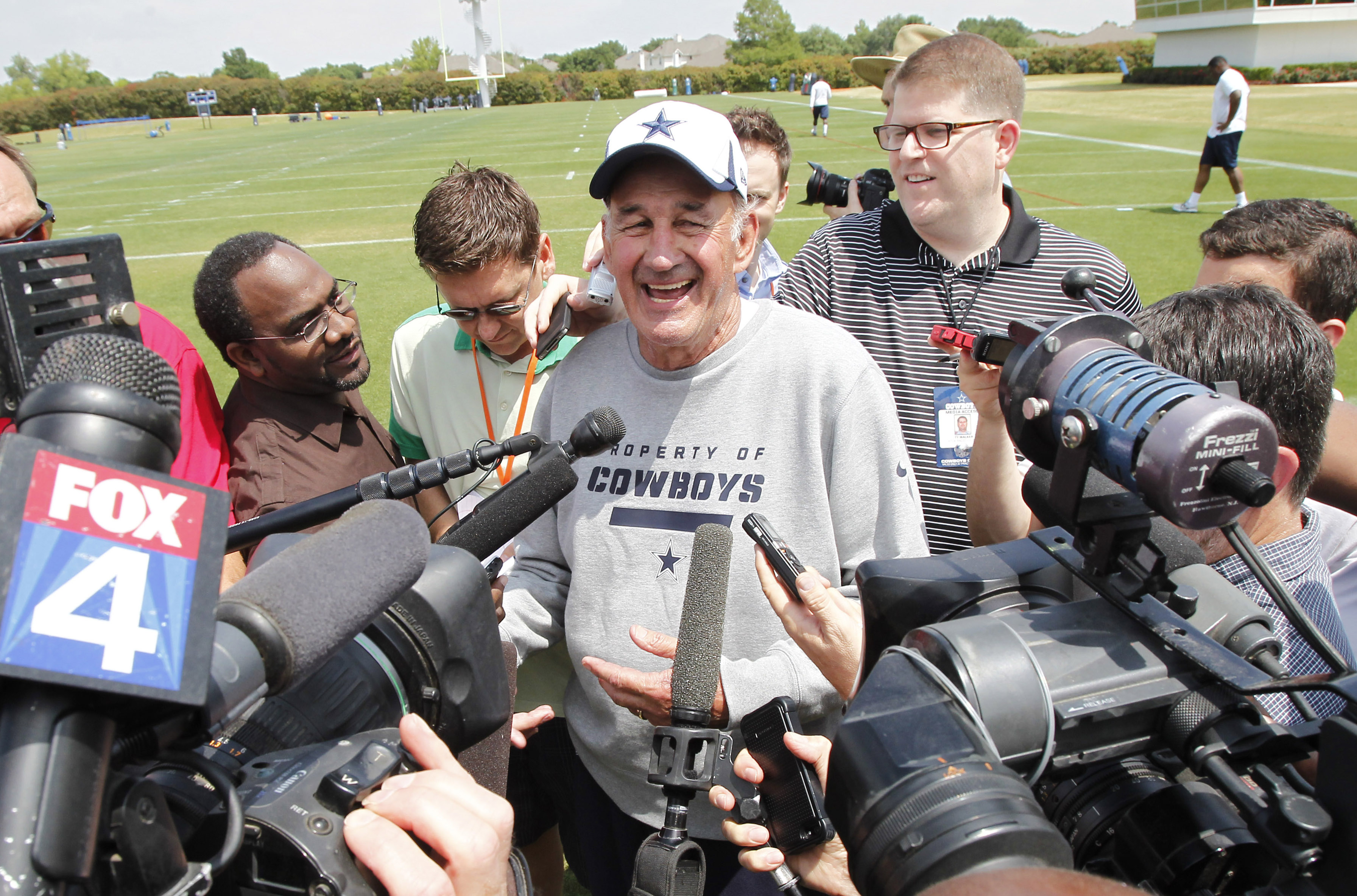 Monte Kiffin is leading Dallas' conversion to a 4-3 scheme this season. (USA Today Sports)