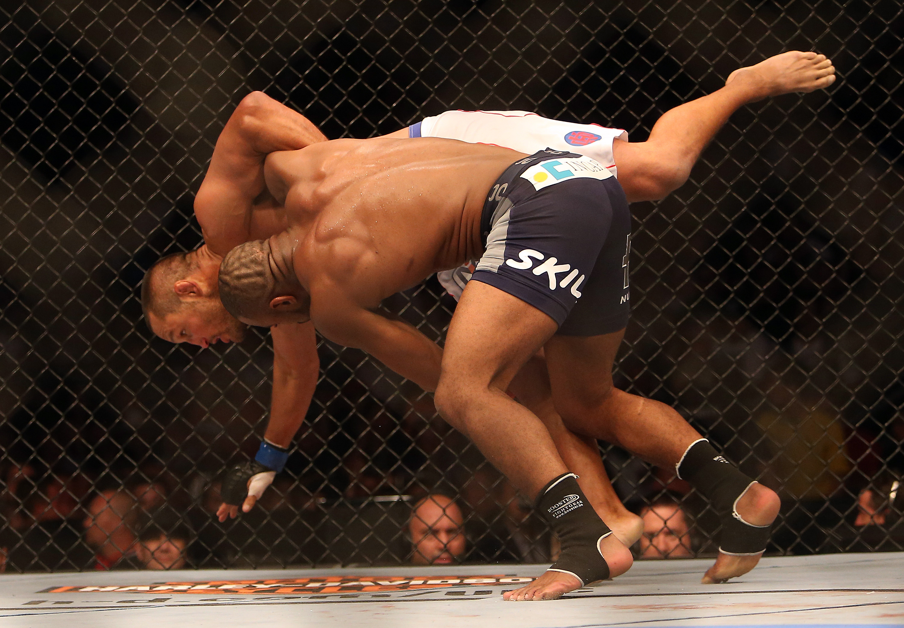 Rashad Evans grapples with Dan Henderson. (USA Today)