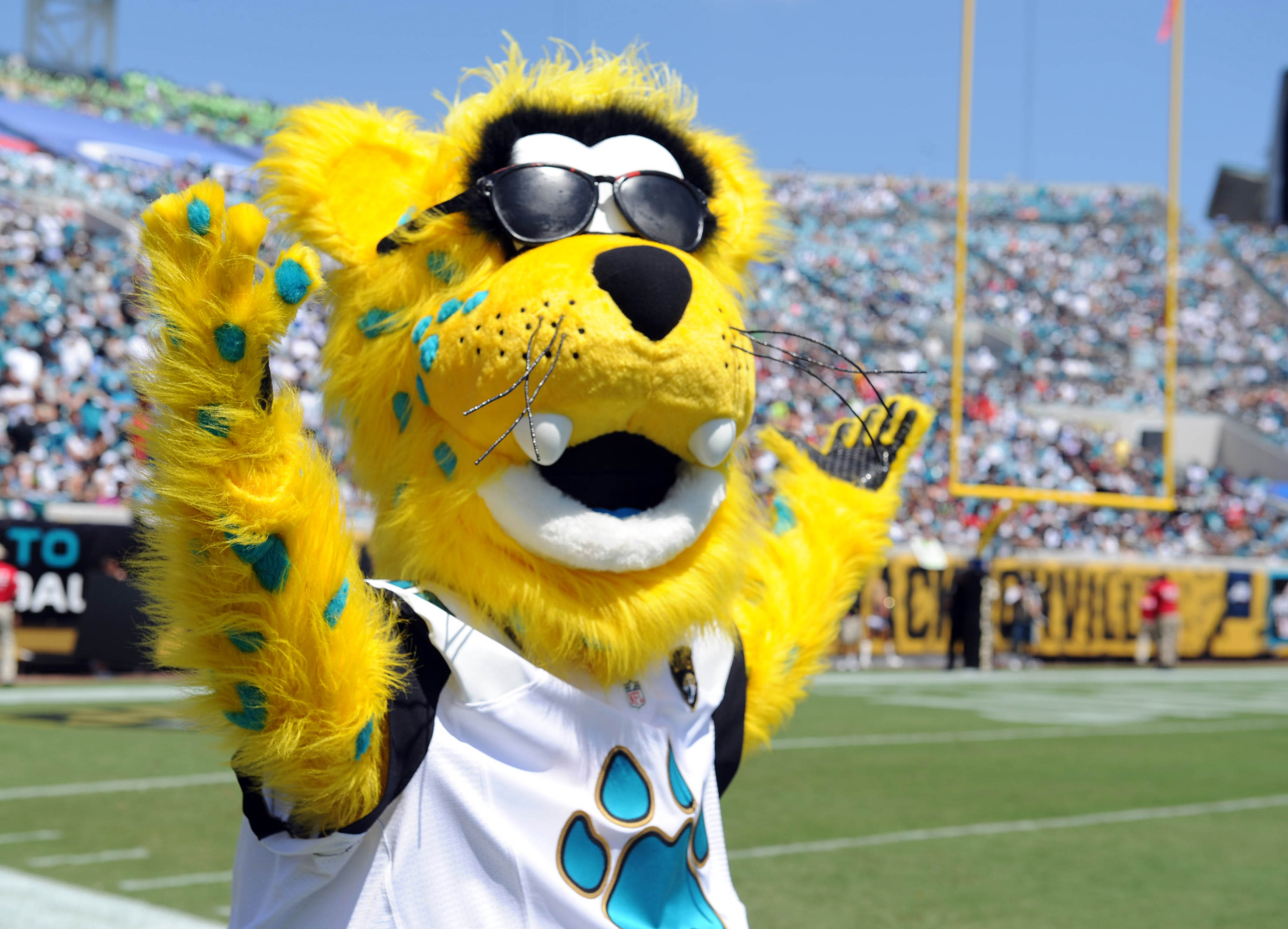 Jags mascot Jackson DeVille hasn't had many reasons to throw up the TD signal this season. (USA TODAY Sports)