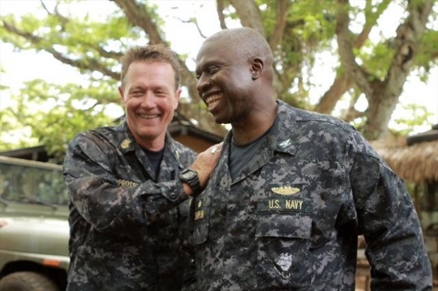 Robert Patrick (Master Chief Prosser) with Andre Braugher (Capt. Marcus Chaplin) on the 'Last Resort' set -- ABC