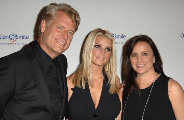 Joe Simpson, Jessica Simpson and Tina Simpson arrives at Operation Smile&#39;s 8th Annual Smile Gala at The Beverly Hilton Hotel in Beverly Hills, Calif. on October 2, 2009 -- Getty Premium