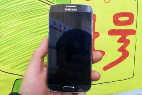 Alleged Samsung Galaxy S4 hands-on pictures leaked.
