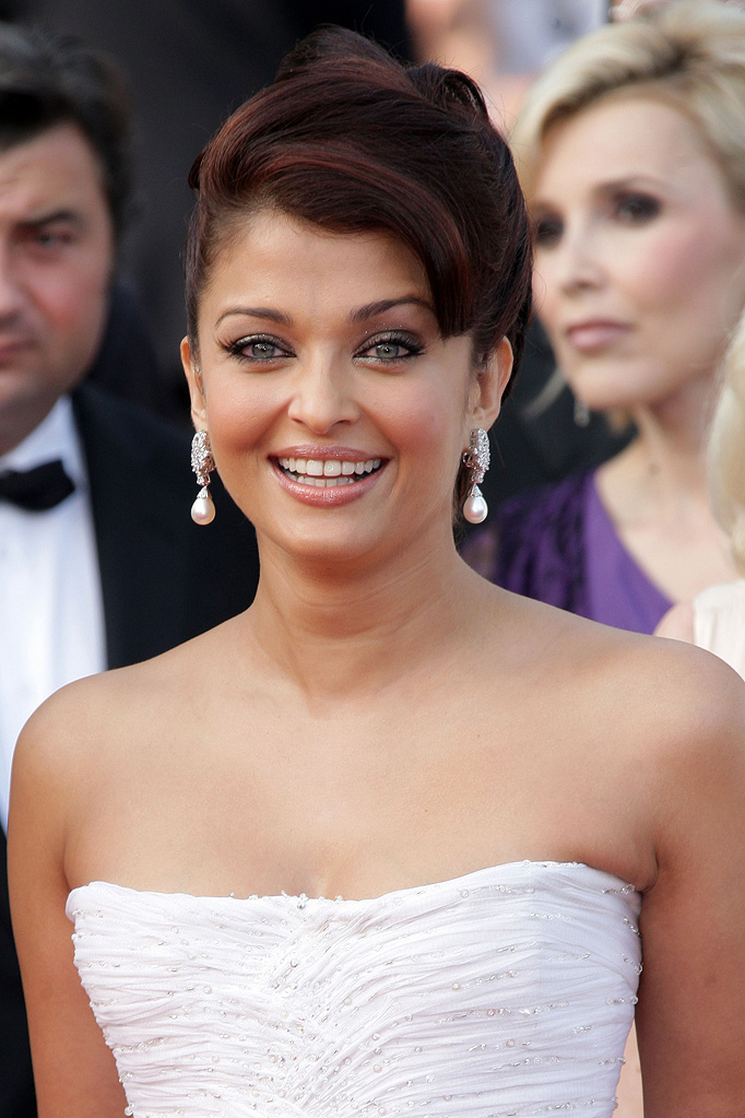 2009 Cannes Film Festival Up Premiere Aishwarya Rai