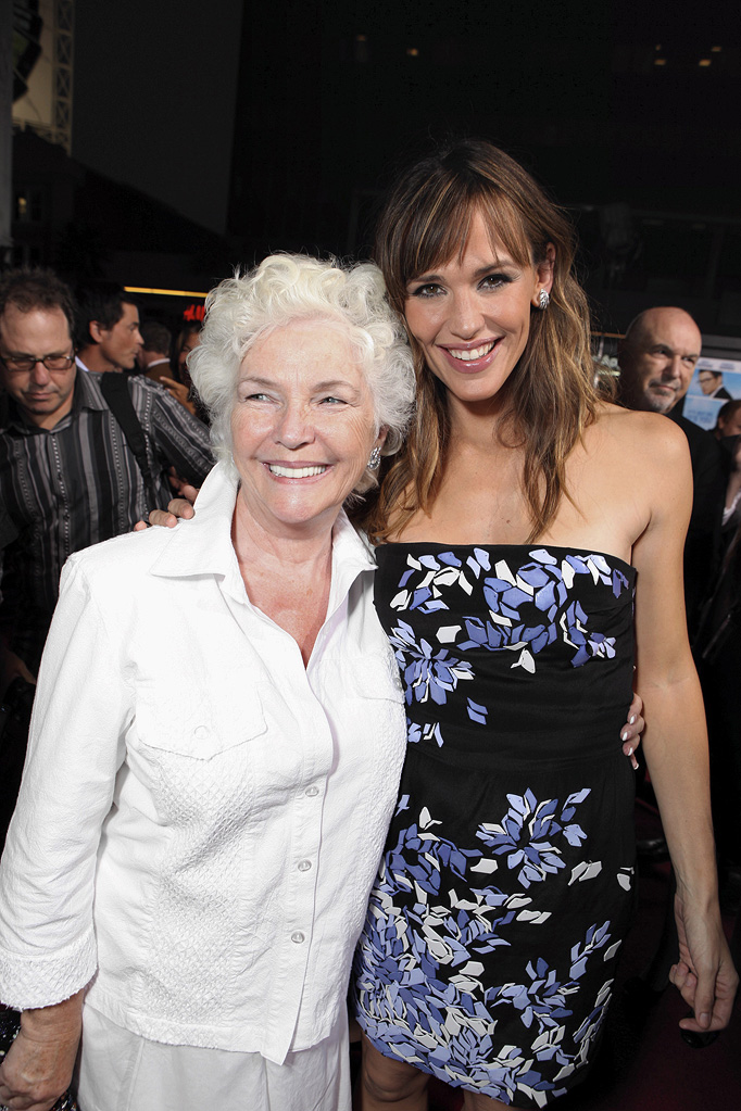The Invention of Lying LA premiere 2009 Fionnula Flanagan Jennifer Garner