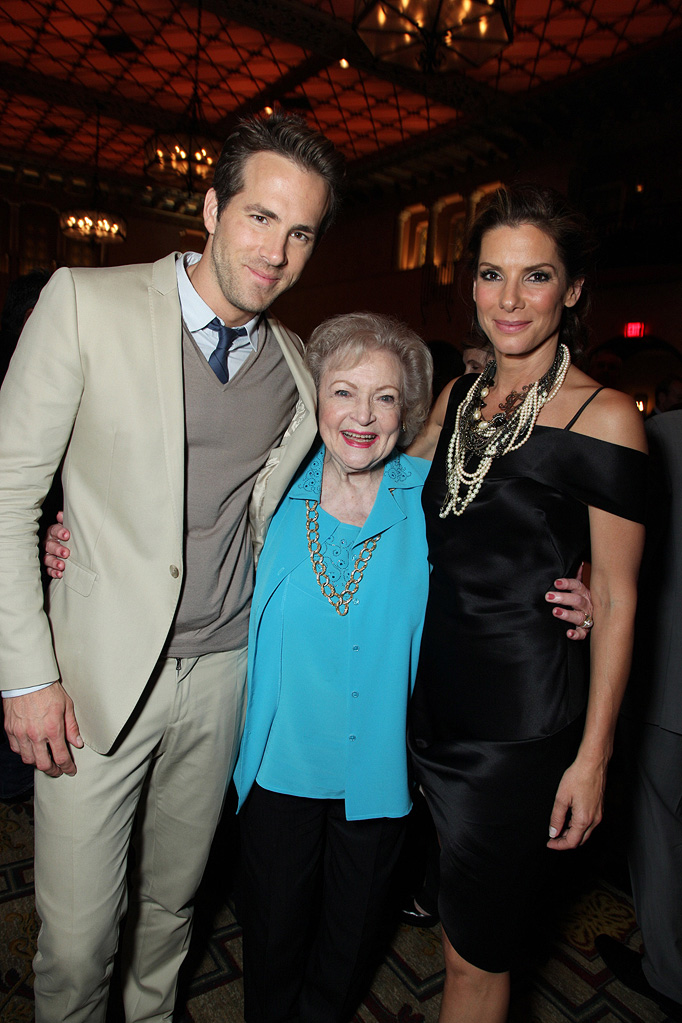 The Proposal LA Premiere 2009 Ryan Reynolds Betty White Sandra Bullock