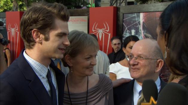 Семейное фото актёр, встречающейся с Emma Stone, известного благодаря Boy A & The Imaginarium of Doctor Parnassus .