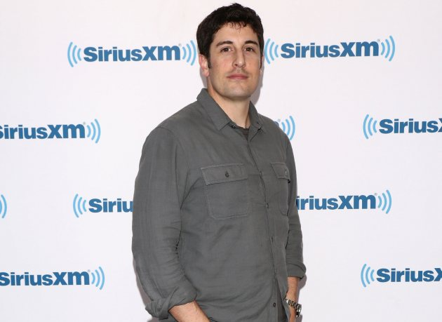 Jason Biggs Defends Malaysia Airlines Joke Tweet; Calls Critics 'Losers'