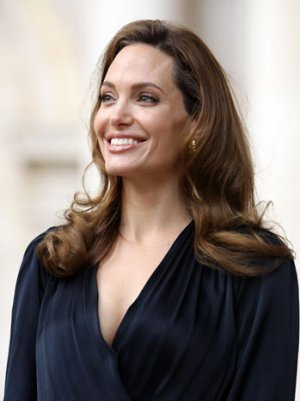 Hollywood Praises Angelina Jolie&#39;s &#39;Brave&#39; Double Mastectomy Decision