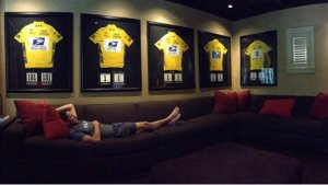 Lance Armstrong Severs Ties with Cancer Charity After Tweeting Provocative Photo