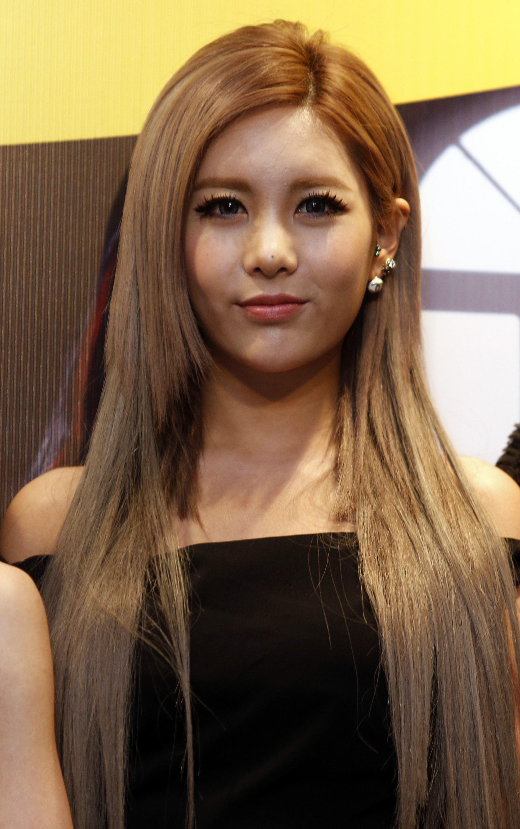 Inspirasi Gaya Rambut ala Bintang K-Pop