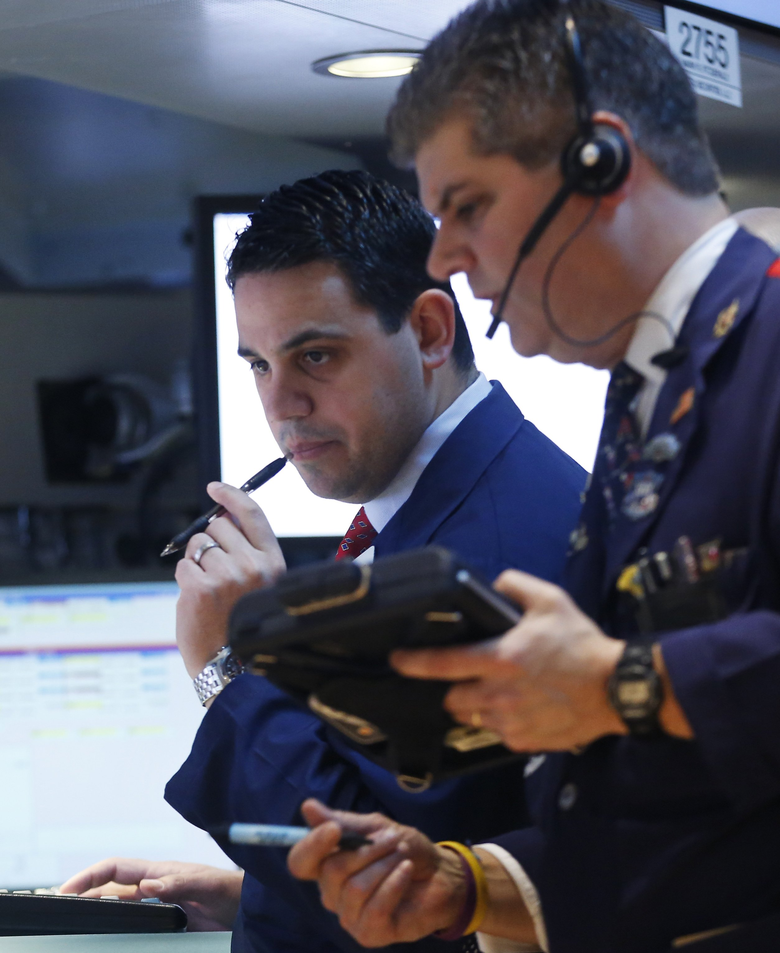 Traders at the New York Stock Exchange, January 30, 2013. REUTERS/Brendan McDermid