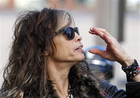 Aerosmith&#39;s Steven Tyler adjusts his sunglasses in Boston, Massachusetts November 5, 2012. REUTERS/Jessica Rinaldi