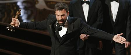 "Director and producer Ben Affleck accepts the award for best motion picture for ""Argo"" at the 85th Academy Awards in Hollywood, California February 24, 2013. REUTERS/Mario Anzuoni"