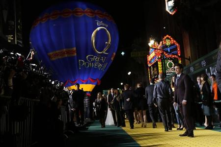 "Actor James Franco arrives at the premiere of the Disney movie ""Oz the Great and Powerful"" at the El Capitan Theatre in Hollywood, California February 13, 2013. REUTERS/Patrick Fallon"
