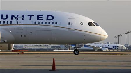 A United Airlines' Boeing Co's 787 Dreamliner plane taxis after landing in Los Angeles. REUTERS/Toru Hanai